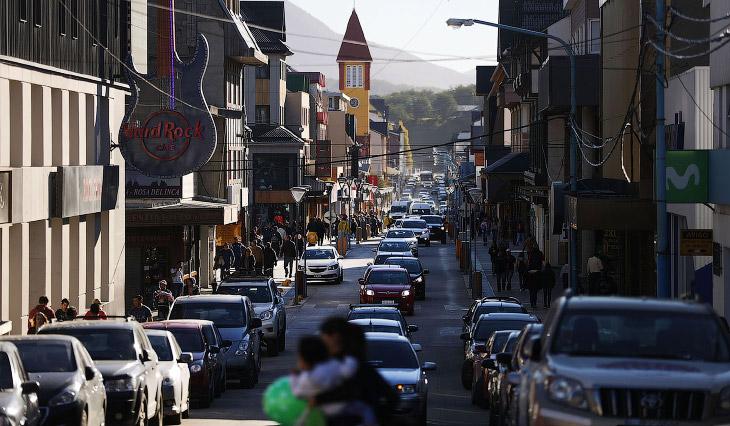 2. Ушуайю — на самый край южной Америки и самый южный город Земли. Ушуайя считается концом света, по
