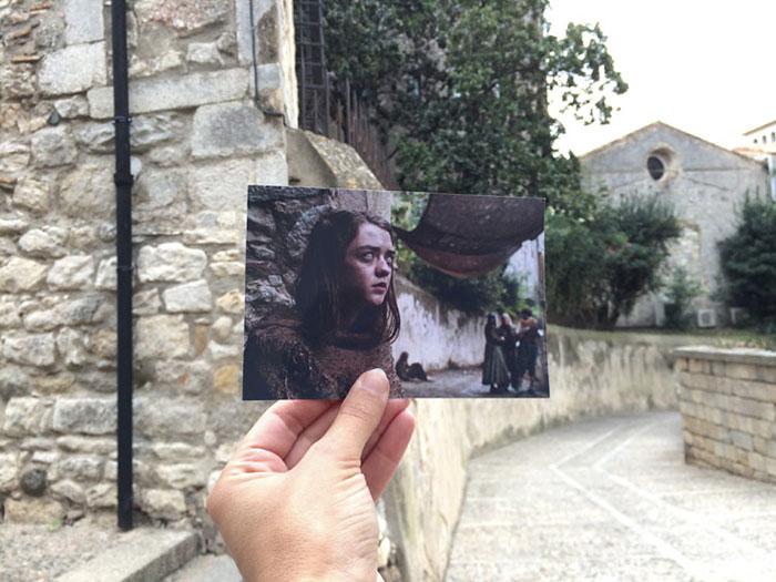 Здесь снималась сцена с ослепшей Арьей Старк, которая просила милостыню и бродяжничала по улицам сла