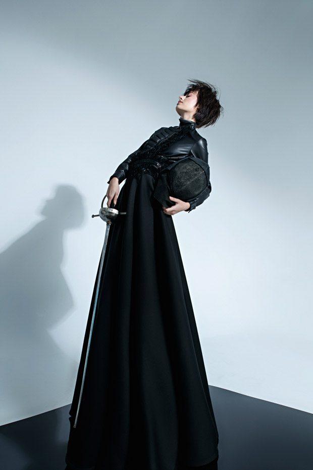 Blouse: CAPUCCI SKIRT: designer Kucherenko