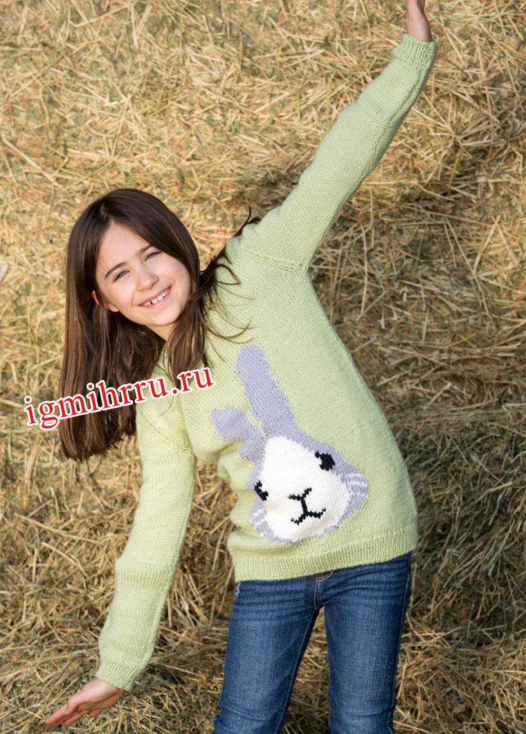 Для девочки 1,5-9 лет. Светло-зеленый пуловер с вывязанным зайчиком. Вязание спицами
