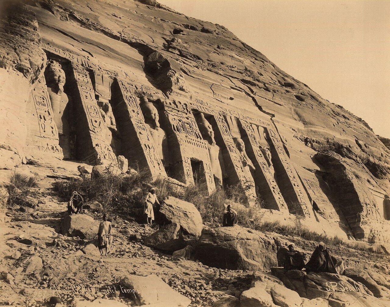 Абу Симбел. Храм со статуями Рамсеса II и Нефертари