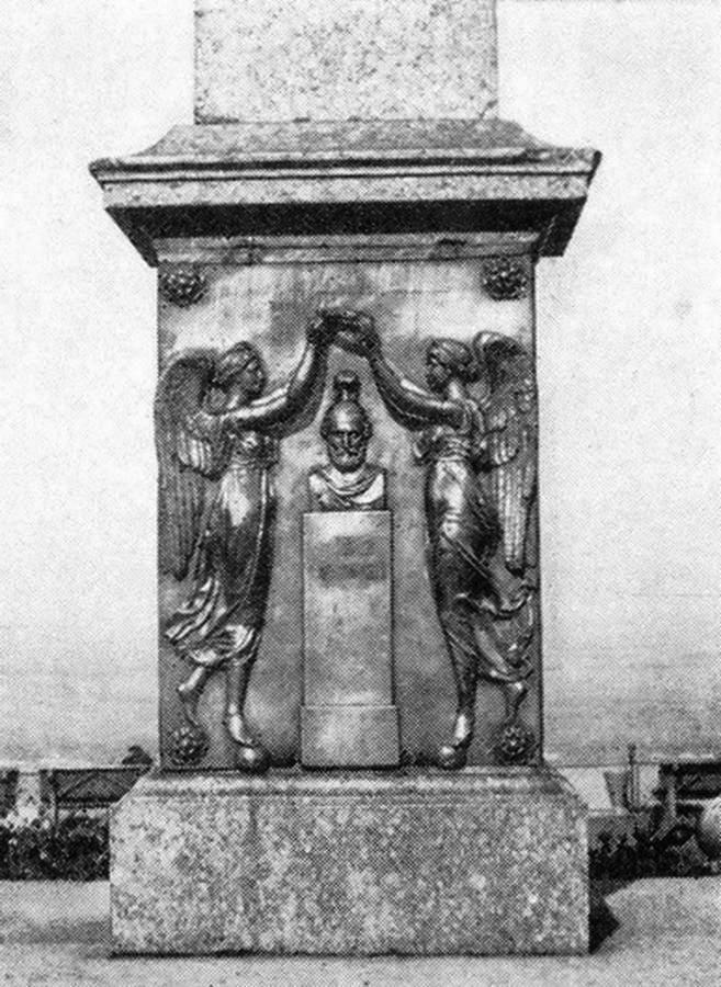 Барельеф на памятнике Минину и Пожарскому