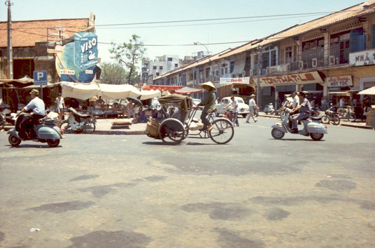 Средняя школа Цао Танга, главные ворота на улице Хуйнь Тхук Кханг