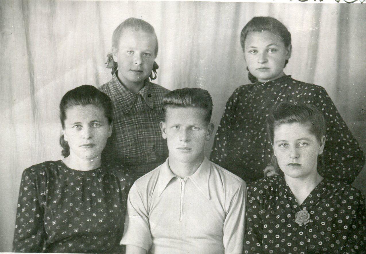 1951. Семья Каториных