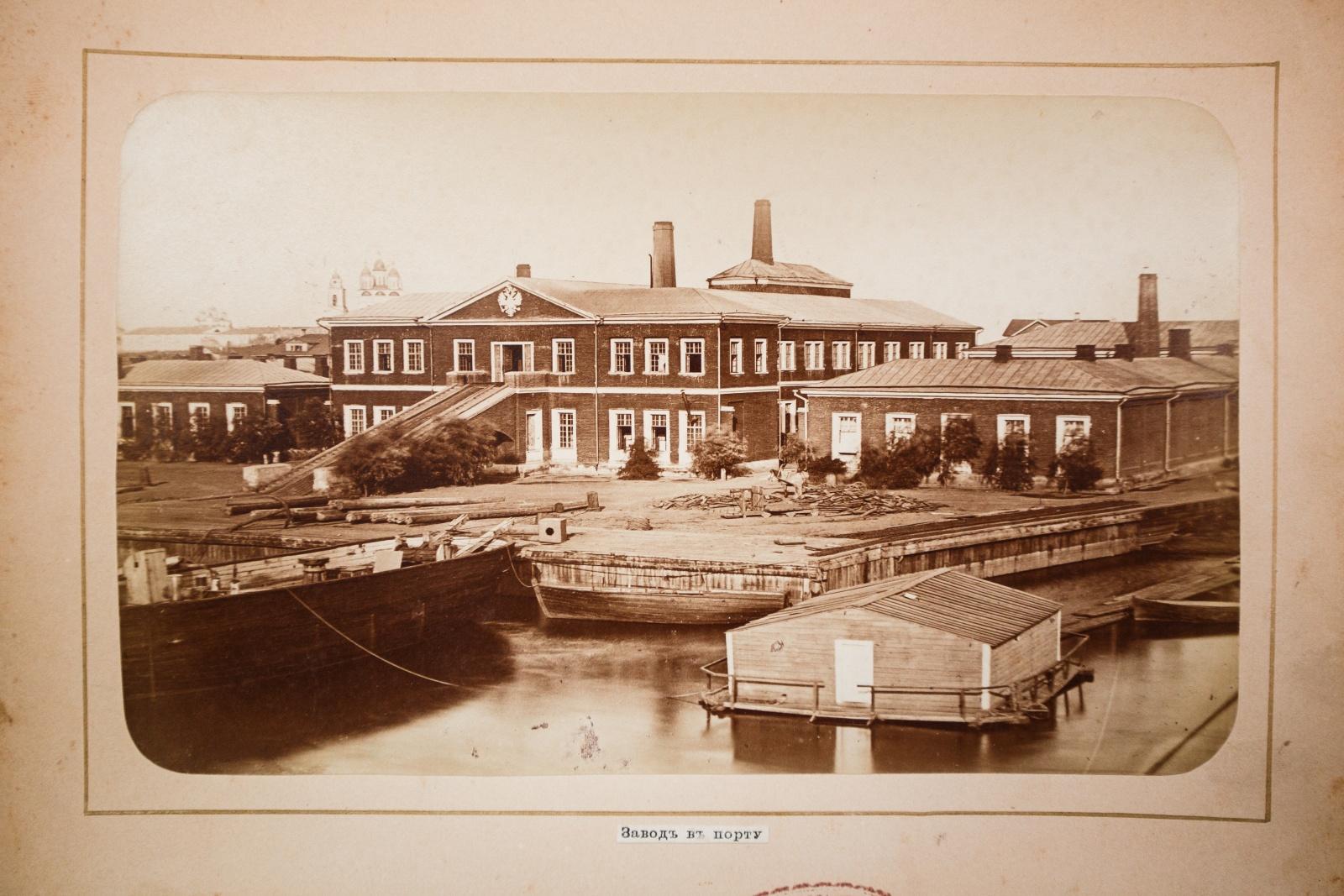 Завод в порту
