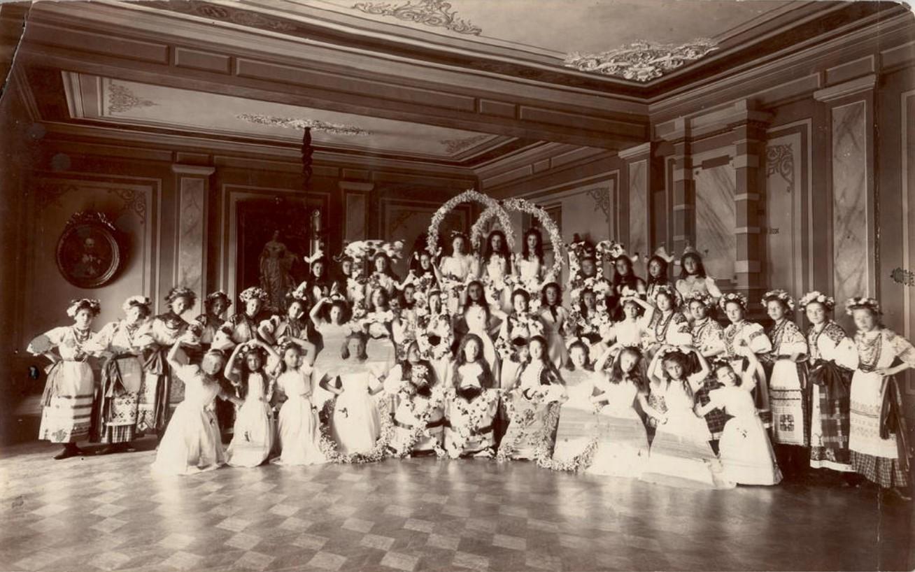 Бал-маскарад в Иркутском институте благородных девиц имени императора Николая I 1903