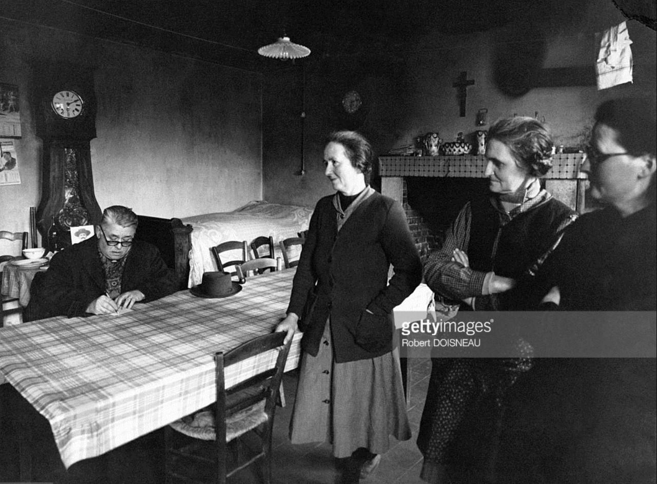 1947. Эдмонд, деревенский врач посещает и лечит пациента на дому и выписывает рецепт