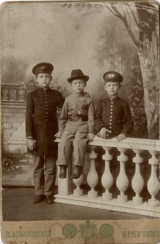 Портрет трех гимназистов