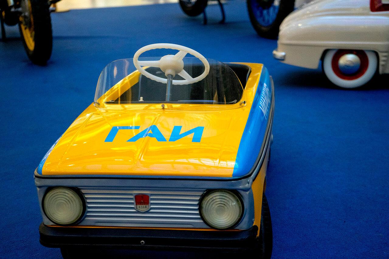 Выставка советских милицейских автомобилей