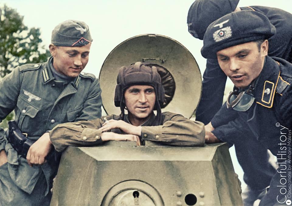 Почему немцы и англичане не придумали нормальный танковый шлем? ( 12 фото )