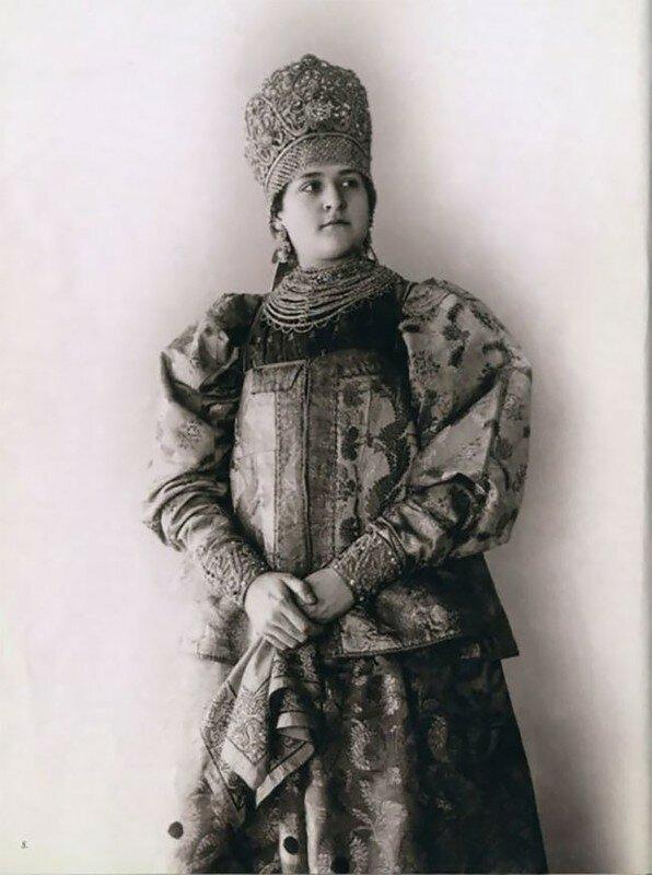 0 17a7ef 466ee620 XL - Девушки в древних славянских костюмах на старинных фотографиях