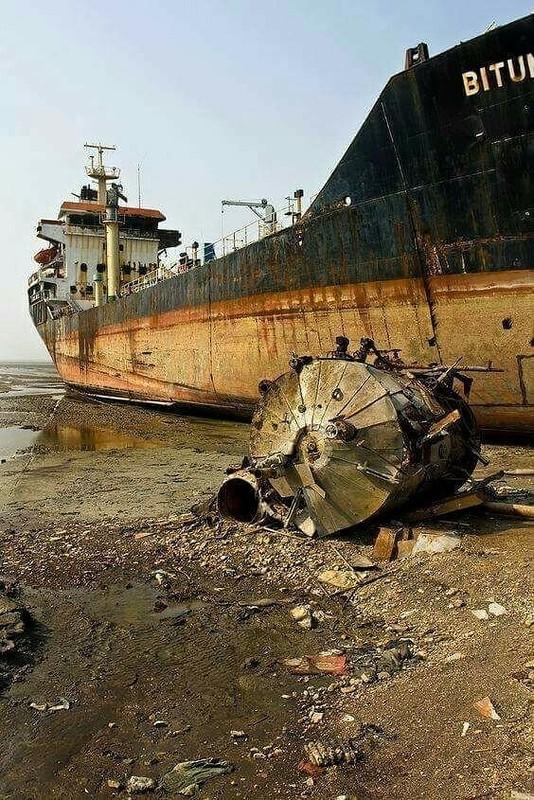 0 182c0b 86d7f94a orig - На мели: фото брошенных кораблей