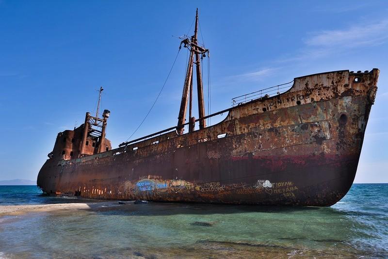 0 182c12 46902ec9 orig - На мели: фото брошенных кораблей
