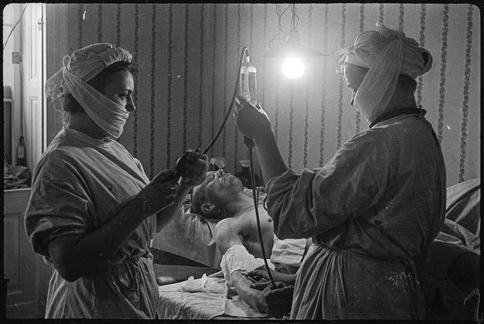 15 уникальных фотографий, которые были сделаны в конце Великой Отечественной военкором, который прошёл семь фронтов (15 фото)