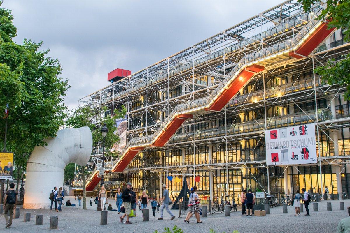 Центр Помпиду в Париже — шедевр постмодернизма.