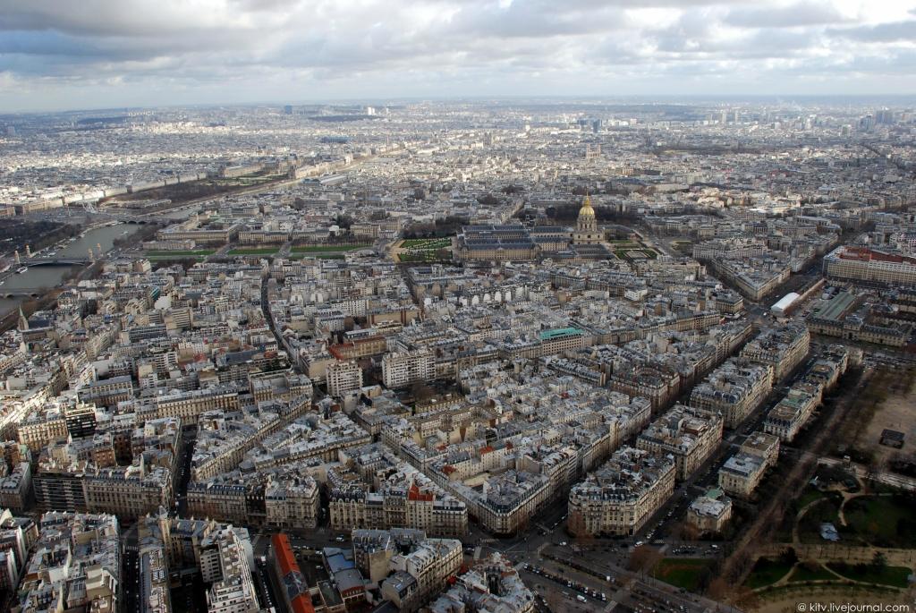 27. Восточная сторона. Панорама 7-го округа Парижа. Это относительно молодой район города, был образ