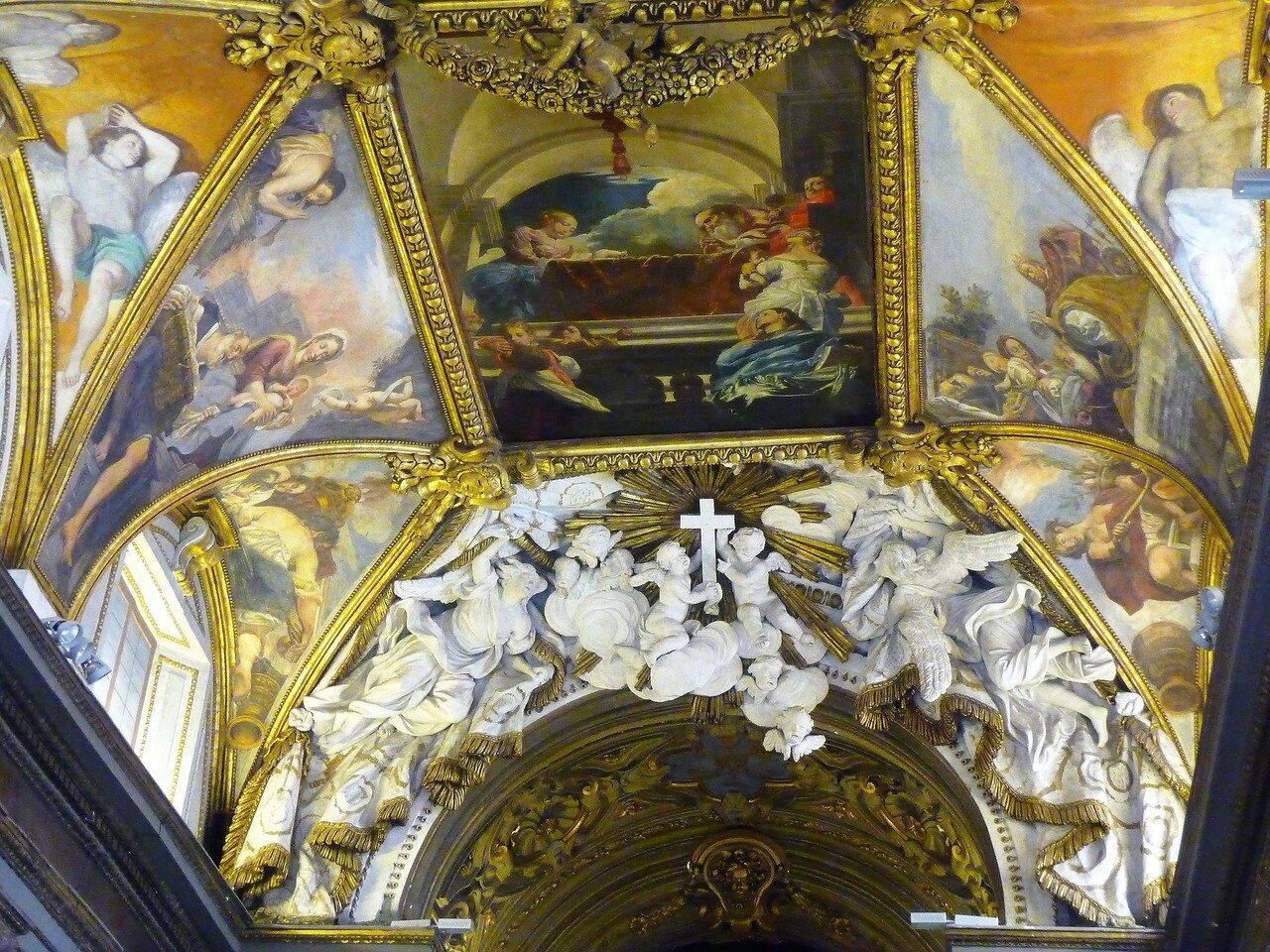 Часть потолочной росписи и барочный декор