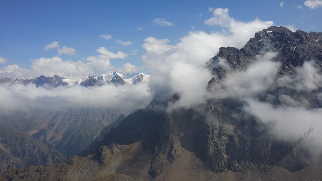 Горы в облаках.JPG