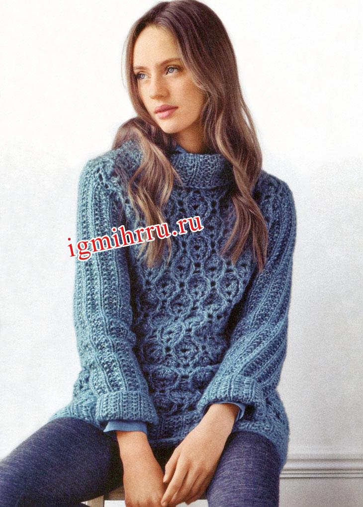 Темно-голубой пуловер с ажурным узором. Вязание крючком и спицами