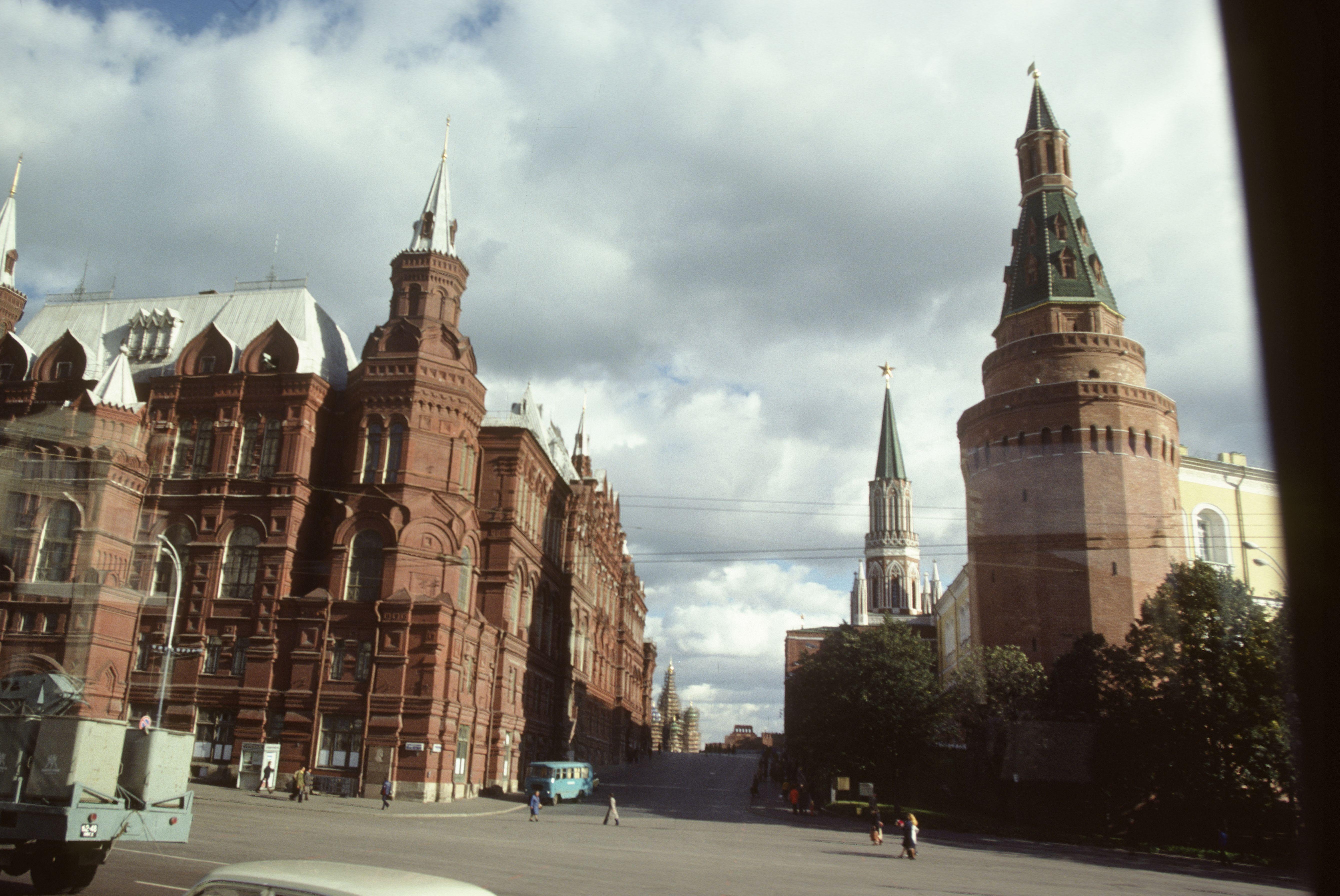 Кремлевский проезд