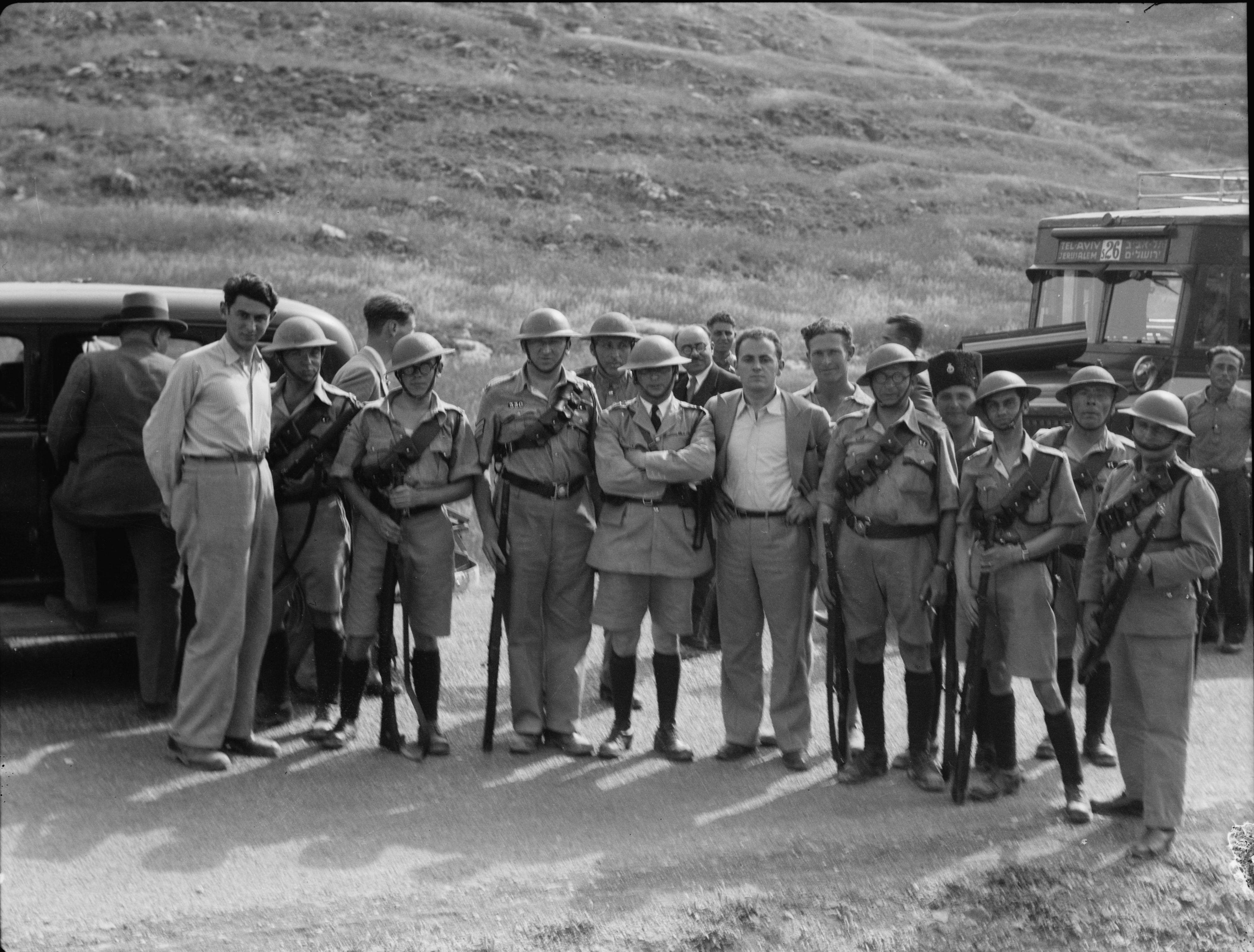 1936. Группа Палестинской сверхштатной полиции с конвоем по дороге Яффо-Иерусалим
