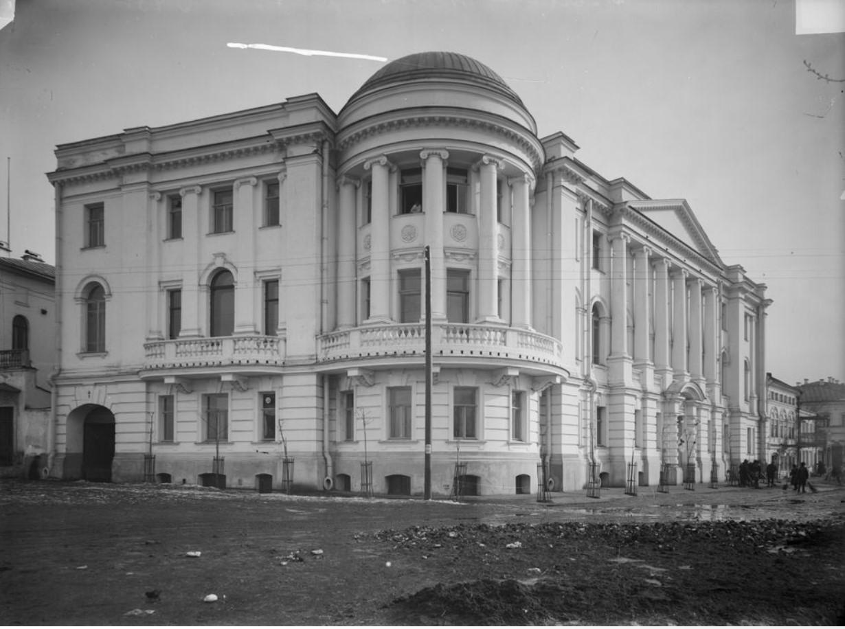 Верхневолжская набережная. Внешний вид здания судоходного общества «Волга»