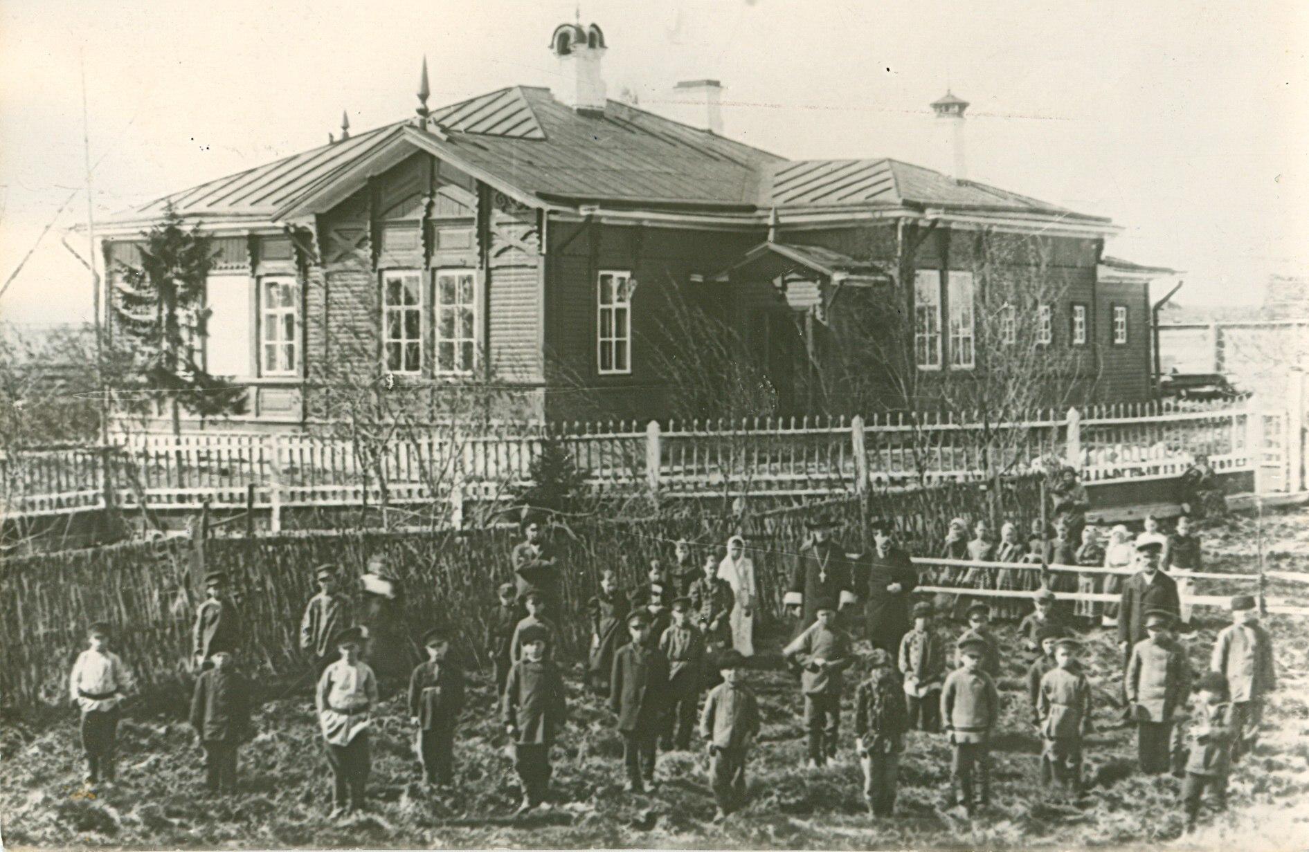 Окрестности Холмогор. Куростровское училище