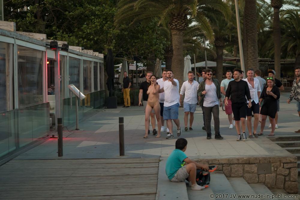 Голая Ulysse в Барселоне