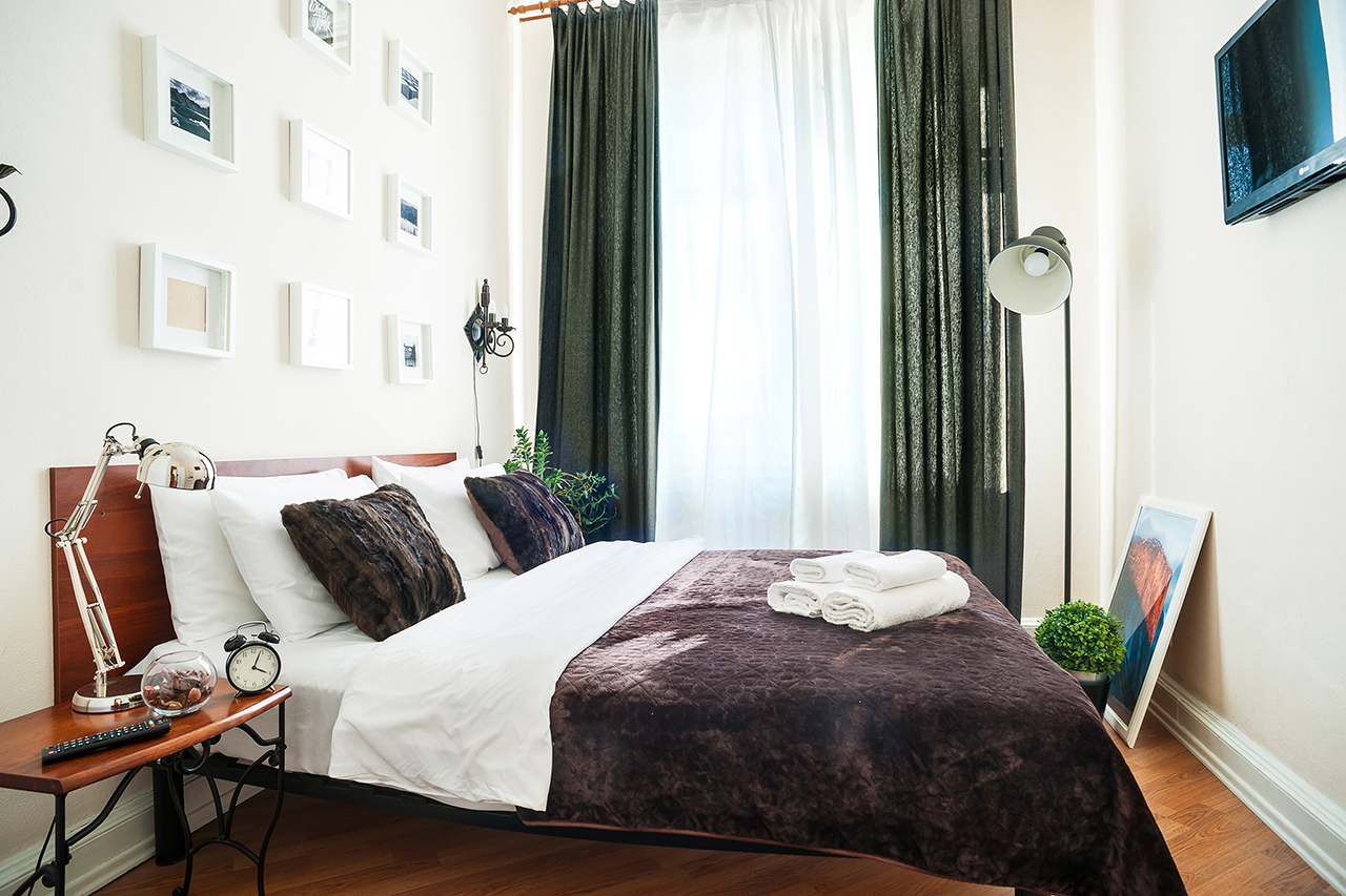 Спальная комната. Фотосъемка днем и вечером