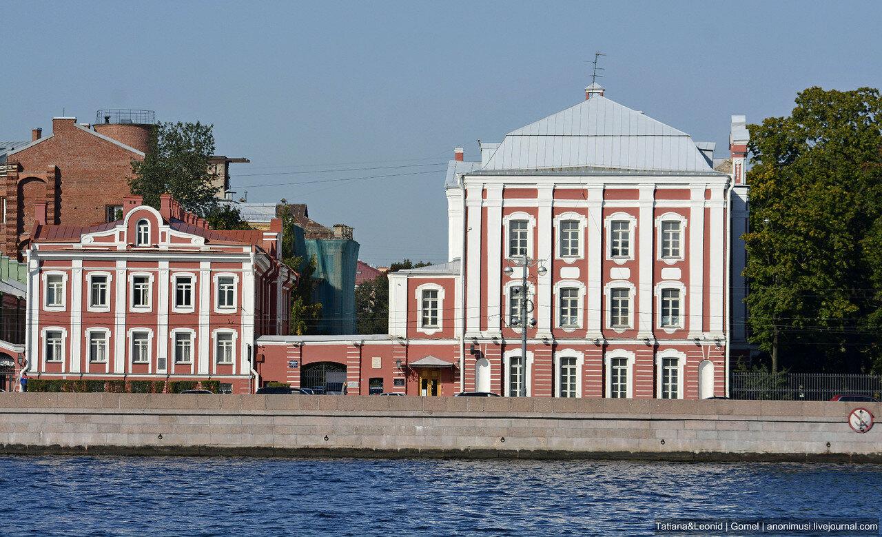 Санкт-Петербург. Прогулка по набережной Невы