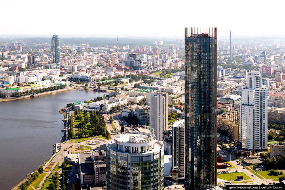 21. «Высоцкий». 54-этажный небоскрёб был сдан в ноябре 2011 года. Назван в честь известного певца и