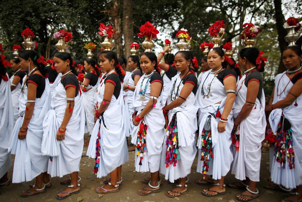 7. Фестиваль слонов в Непале — довольно красочное и интересное зрелище. И участвуют в нем не только