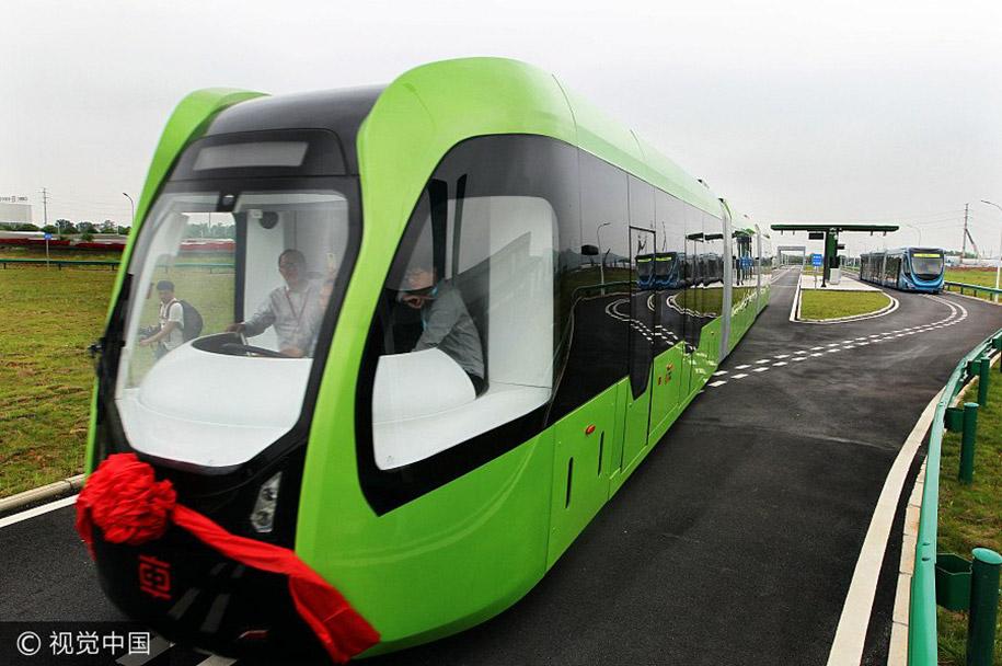 """Уже существующая первая модель """"ART"""" поезда имеет три вагона и может вместить 300 пассаж"""