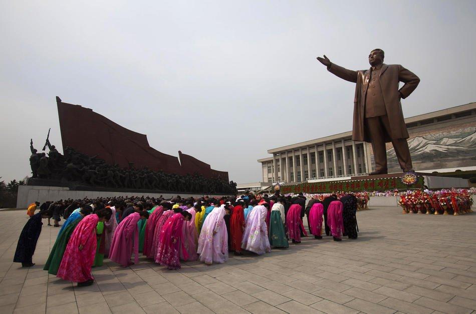 Троллейбус и час пик в Пхеньяне, 15 апреля 2011: