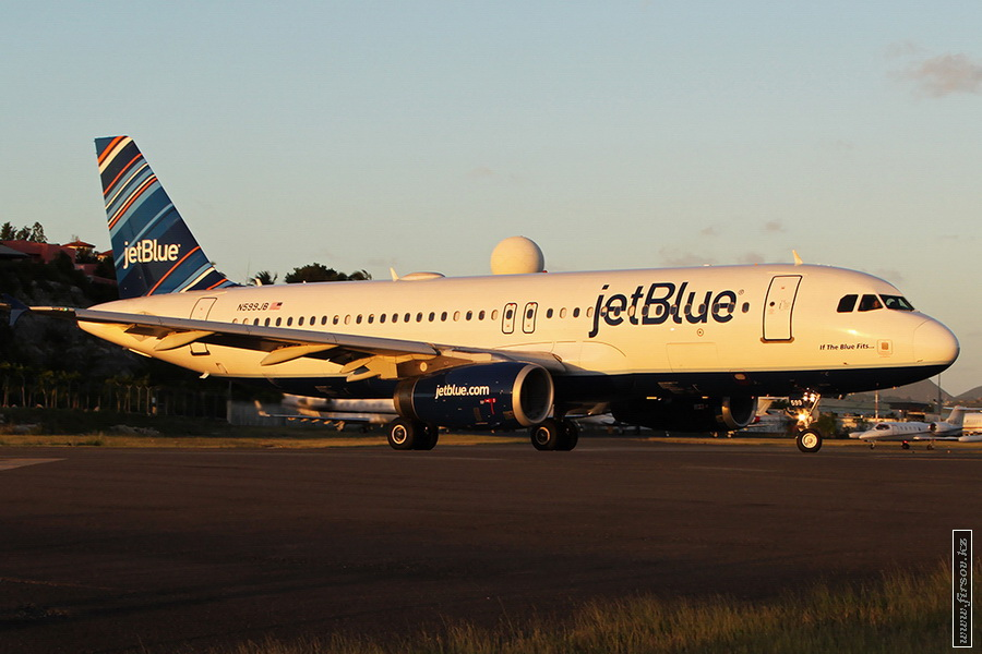A-320_N599JB_JetBlue_Airways_3_SXM_for_zps7d090707.JPG