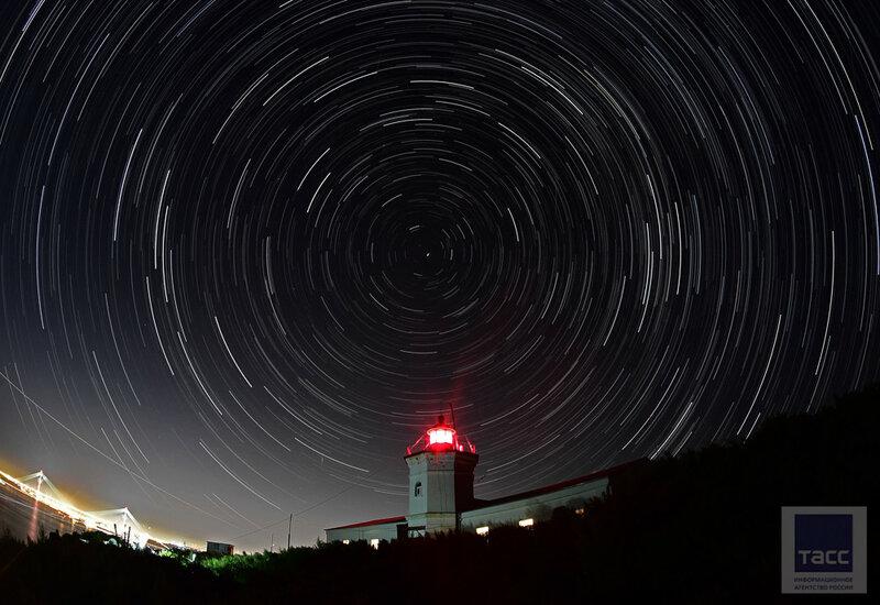 «Береги правый борт» : сутки на маяке Скрыплева