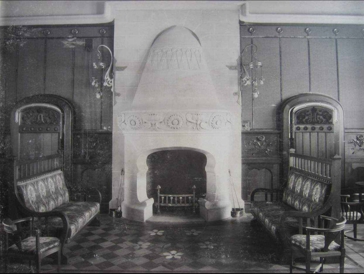 14. Камин в зале Императорских Величеств