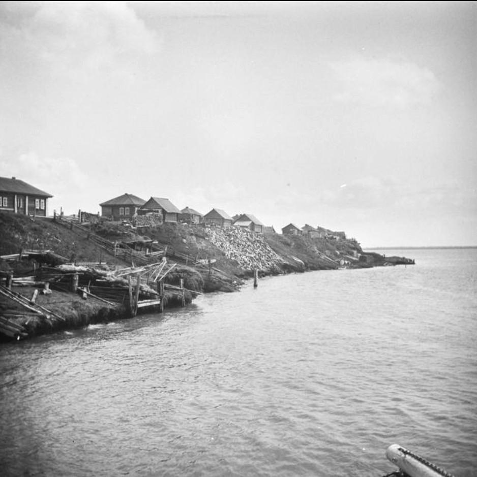 Деревня на берегу