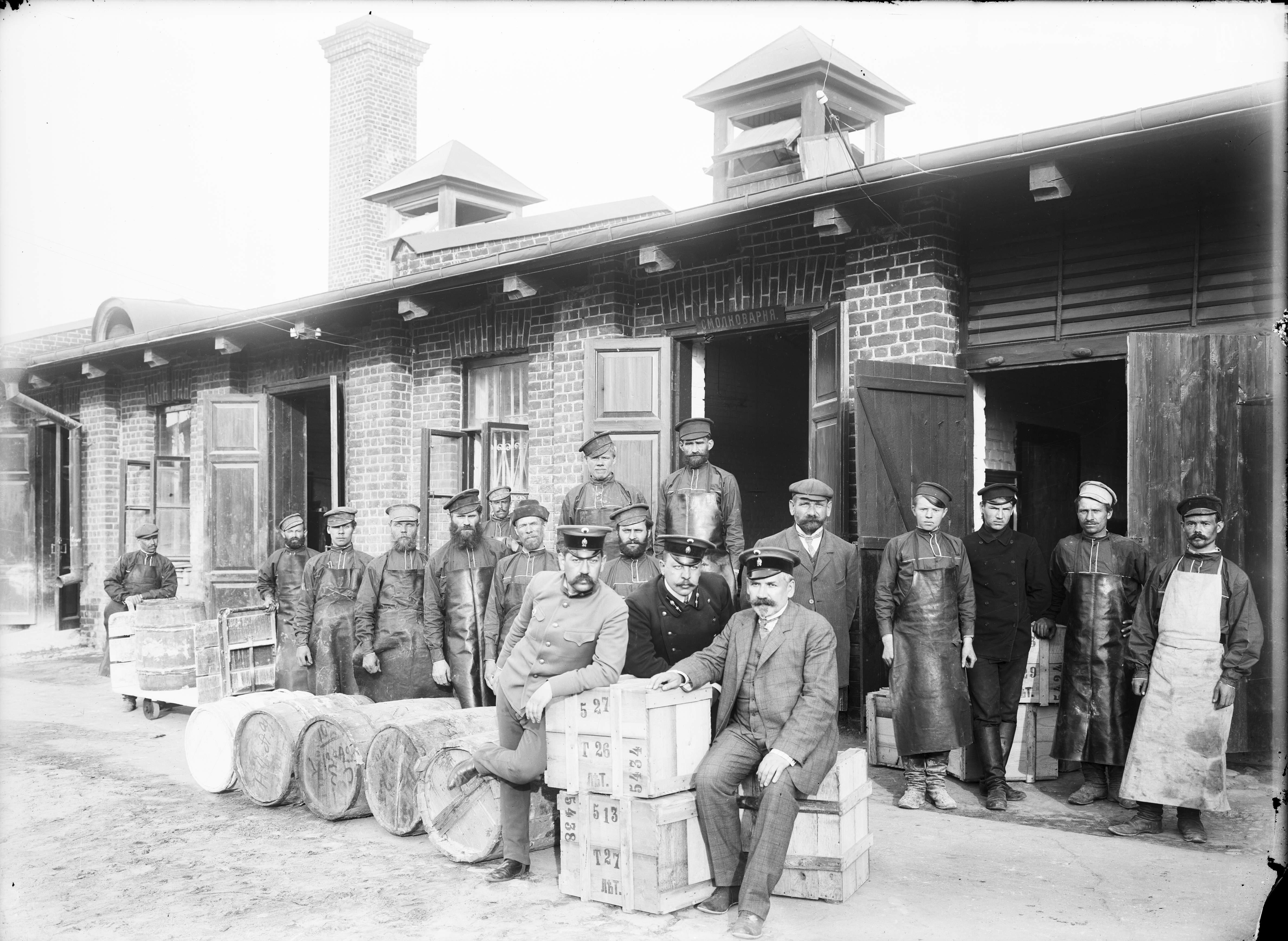 Группа рабочих казенного винного склада