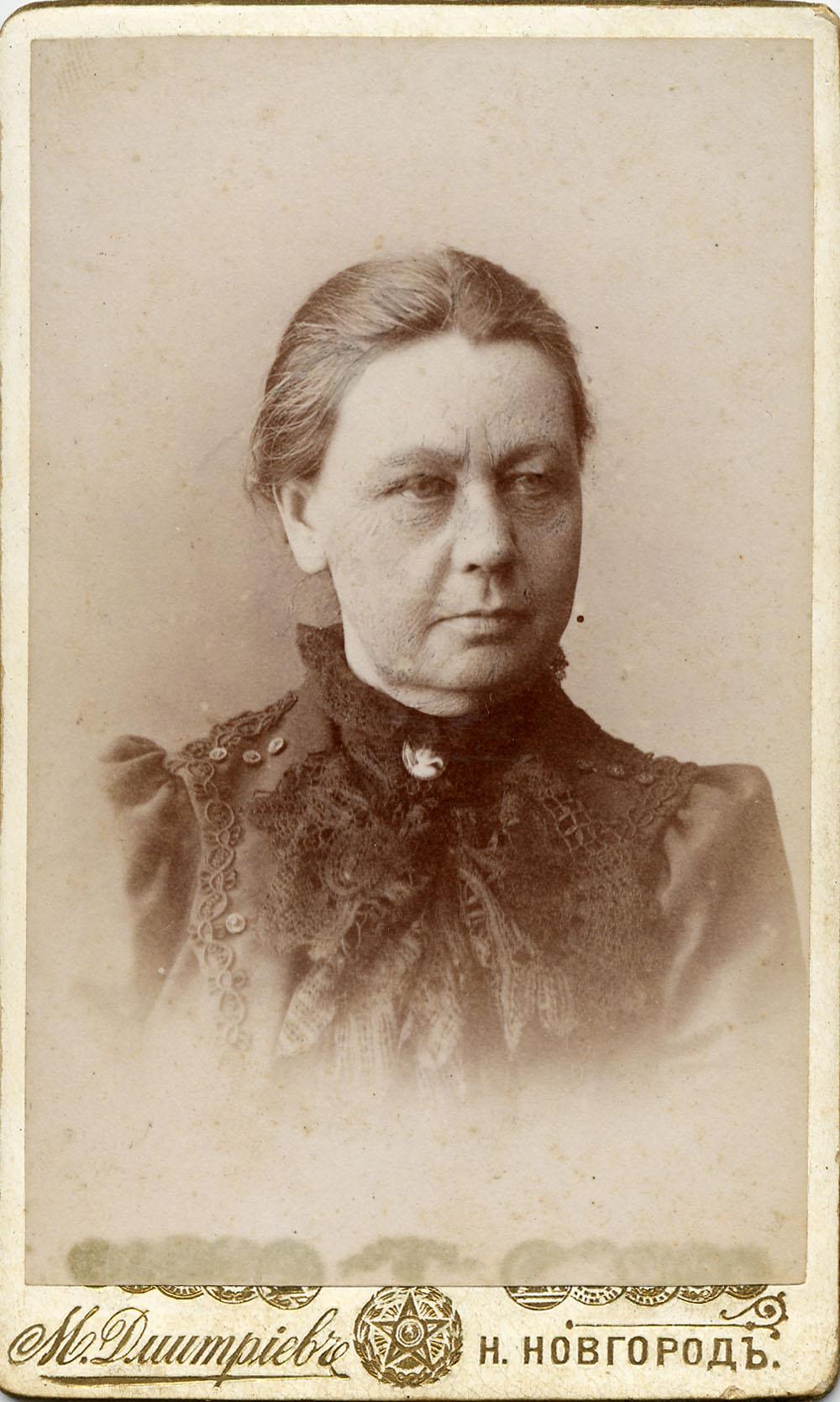 Портрет пожилой женщины. На обороте надпись «Моей милой ученице Быковой от ее надзирательницы на добрую память»