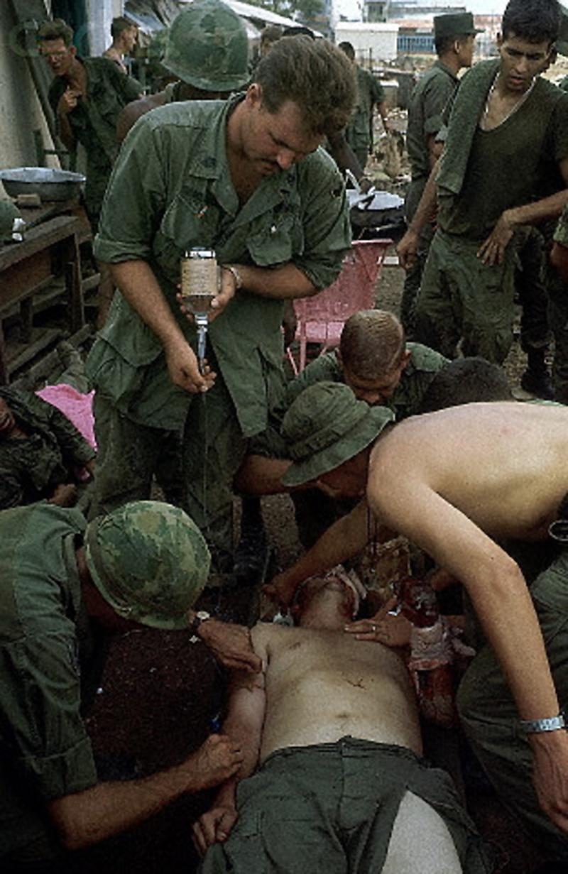 Раненные солдаты 9-ой пехотной дивизии США. 11 мая