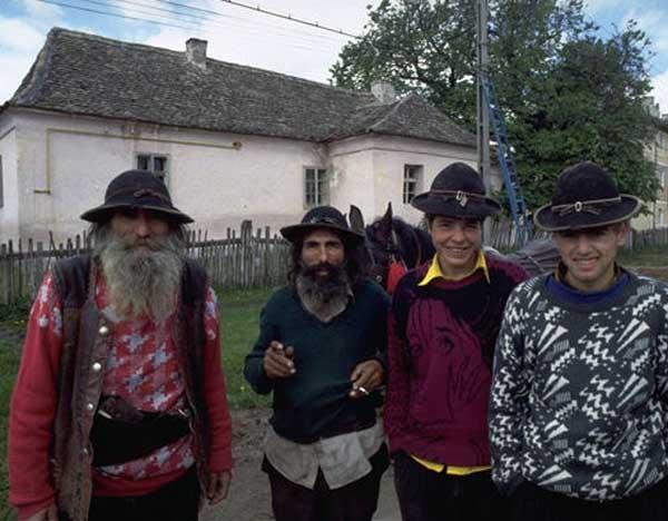 1387730997_gypsies.jpg