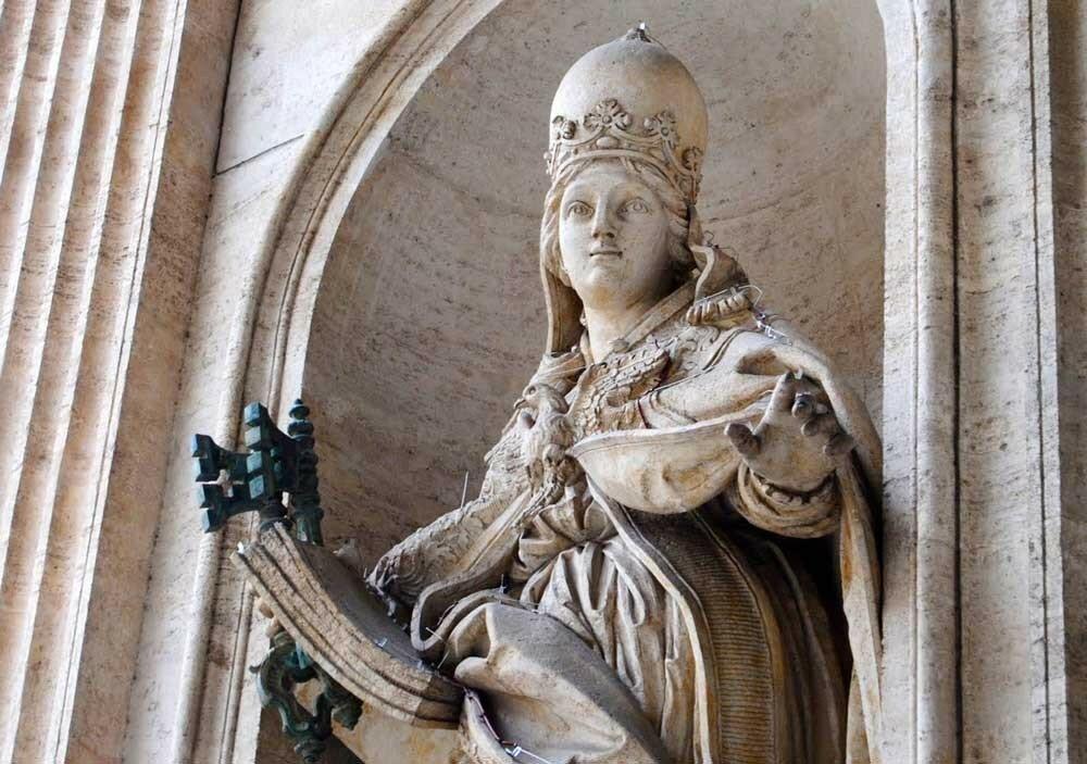 papacy-ioanna-statue-st-peters.jpg