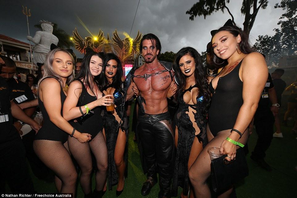 Развязная вечеринка в особняке австралийского табачного магната