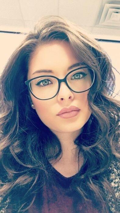 0 17a757 50d6cc61 XL - Красивые девушки в очках: фото