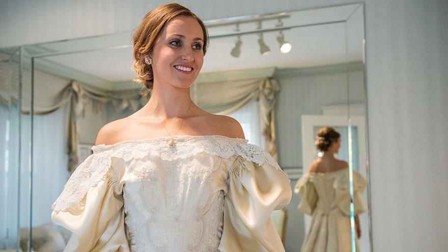 Эта невеста — 11-я в своей семье, кто надел это 120-летнее свадебное платье (10 фото)