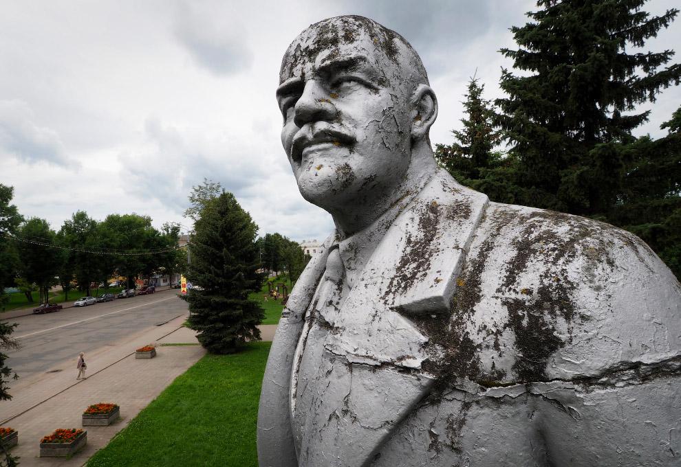 25. Ленин в Южно-Сахалинске. (Фото Alexander Zemlianichenko Jr.):