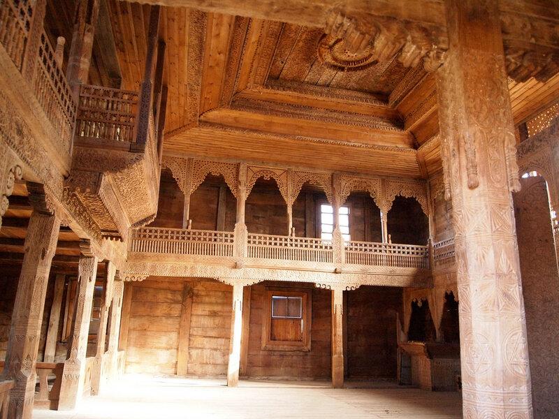 Тбилисский_этнографический_музей,_ажурная_деревянная_отделка_дома.jpg