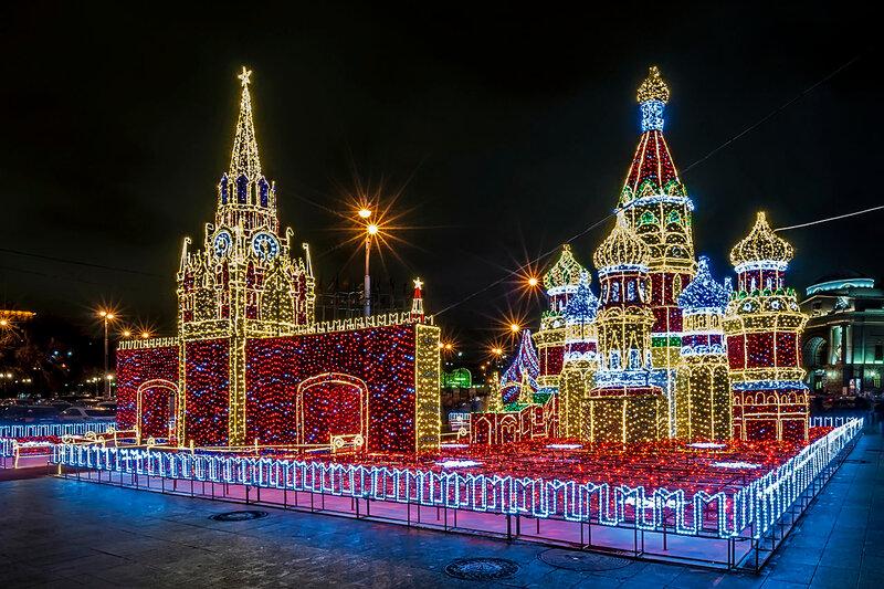 Светящийся кремль на площади возле ТЦ «Европейский»