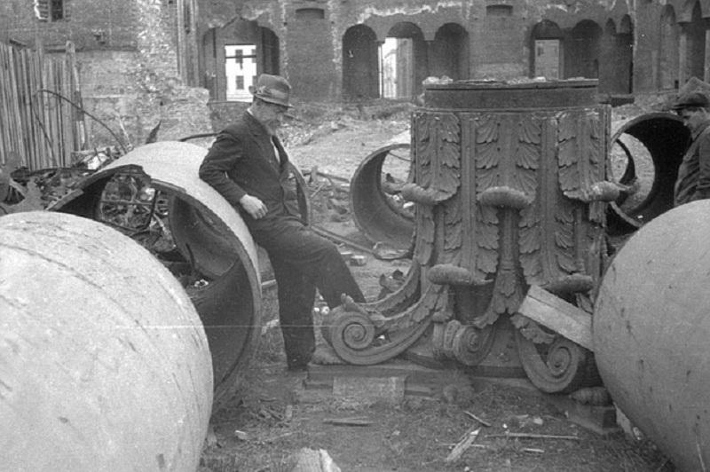 56730 Руины Триумфальной арки и храма Александра Невского.jpg
